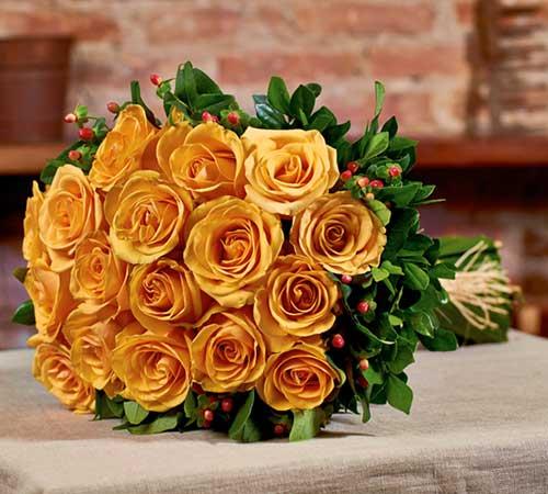 decoração com buquê de rosas