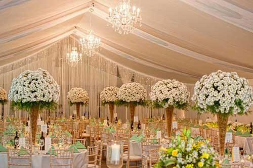 mesas com flores